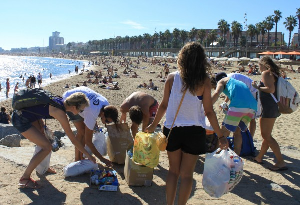 Authenticitys offers tourists the chance to give back to destinations through social impact tours like 'Paddle Surf The Beach Clean', run by Barcelona NGO Surf & Help (4)